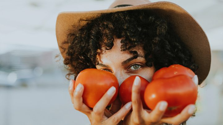 اكتشف قائمة الأطعمة التي تؤثر على شعورك بالسعادة