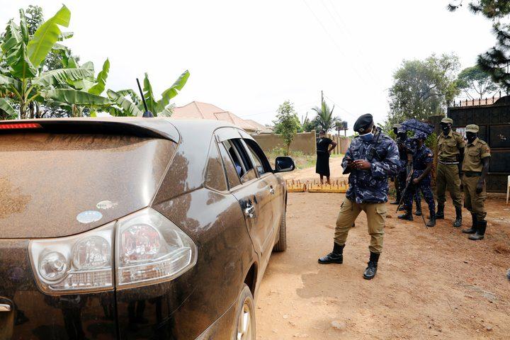 القوات الأوغندية تصد السفيرة الأمريكية