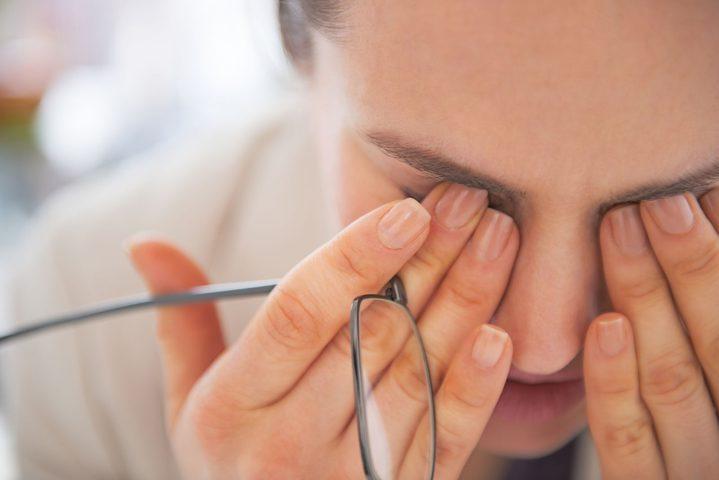 خبراء يحذرون من تأثير جائحة كورونا على صحة العينين