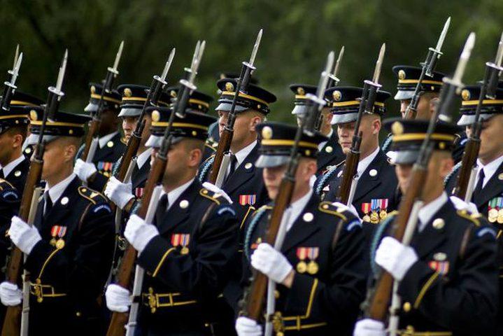 الرئيس بايدن يتفقد حرس الشرف الأميركي أمام الكابيتول