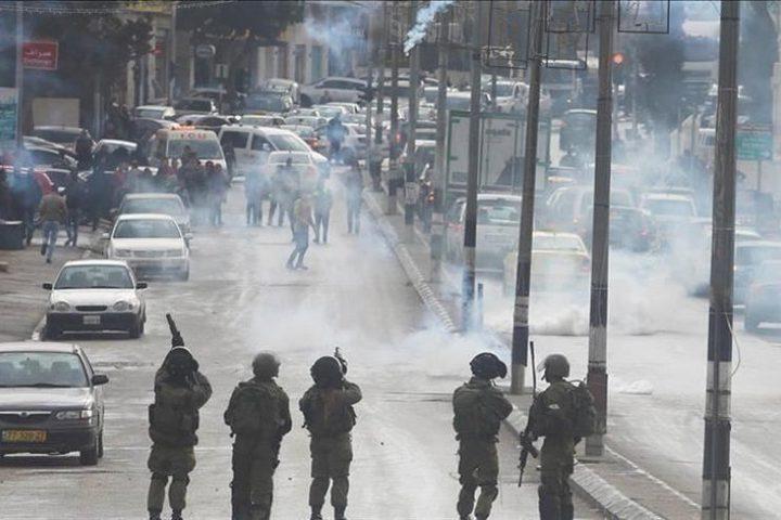 عشرات الإصابات خلال قمع الاحتلال للمسيرات الأسبوعية في الضفة