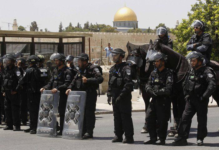 جنود الاحتلال يقتحمون المسجد الأقصى