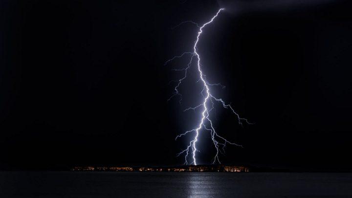 الكشف عن سر ظاهرة البرق المقلوب الغامض