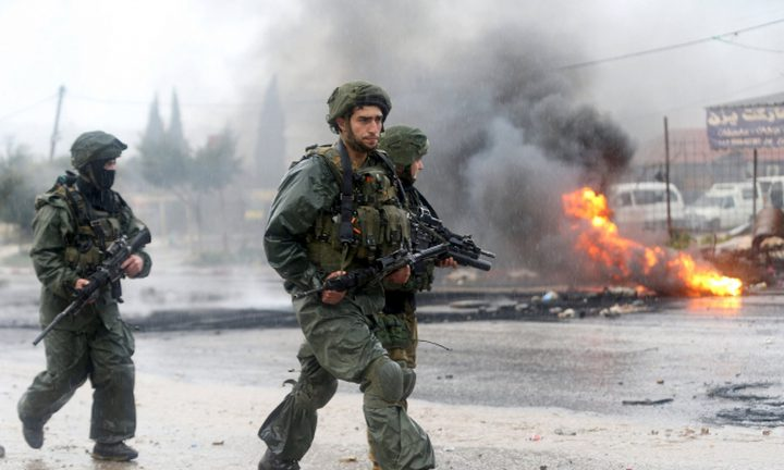 رام الله: الاحتلال يقتحم قرية دير أبو مشعل واندلاع مواجهات
