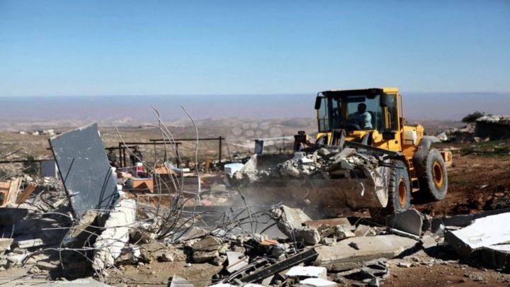 طوباس: الاحتلال يخطر بإزالة منزلين متنقلين في خربة يرزا