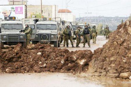 قوات الاحتلال تغلق مدخل قرية عراق بورين بالسواتر الترابية