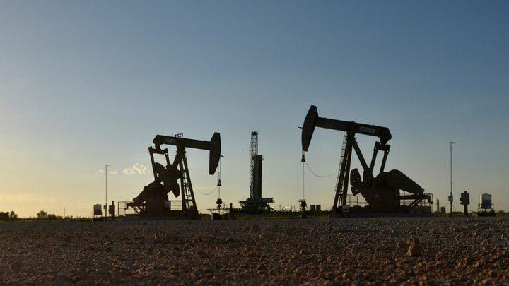 أسعار النفط تصعد بدعم من آمال التحفيز الأمريكي