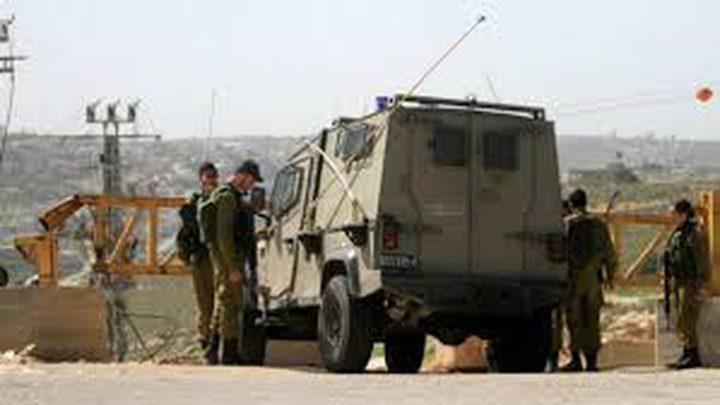 قلقيلية: الاحتلال ينصب حاجزا عسكريا ويدقق في هويات المواطنين