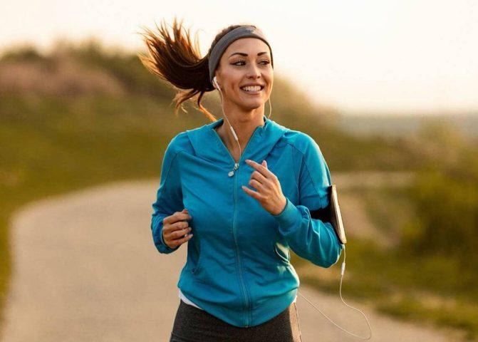 حمل الهاتف أثناء ممارسة رياضة الركض خطر على الصحة