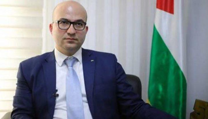 """""""شؤون القدس"""" تدين ملاحقة الوزير الهدمي وإخضاعه لتفتيش جسدي"""