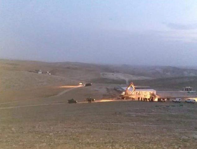 الاحتلال يهدم مسجدا قيد الانشاء شرق يطا جنوب الخليل