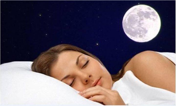 """القمر والنوم.. دراسة تكشف """"حقيقة لا تصدق"""" !"""