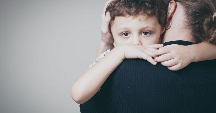 خجل الأطفال الصغار: أسبابه وطرق التغلب عليه