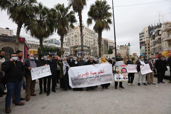 رام الله: وقفة إسناد للأسرى المرضى في سجون الاحتلال