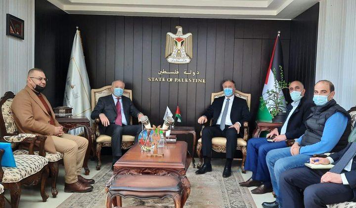 الوزير عساف يستقبل السفير الروسي لدى فلسطين