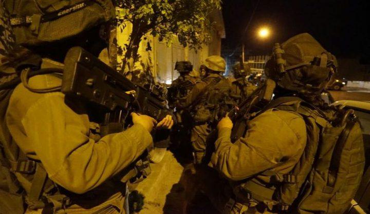 قوات الاحتلال تعتقل 7 مواطنين