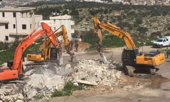 طولكرم: جرافات الاحتلال تهدم سورافي خربة جبارة