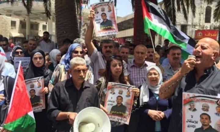 وقفة إسناد ودعم للأسرى في سجون الاحتلال بطولكرم