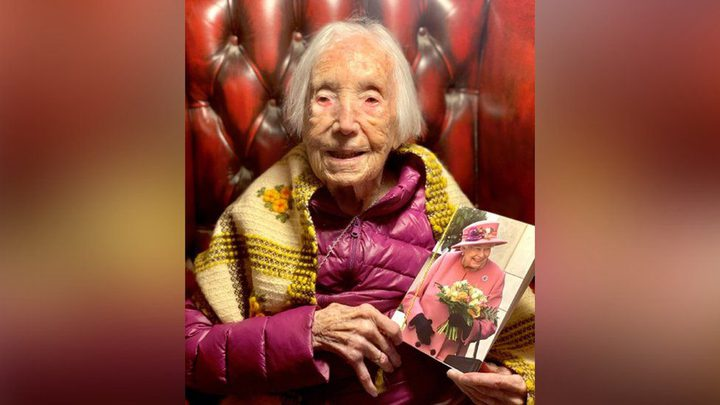 عجوز مسنة تصبح نجمة التيك توك بعيد ميلادها الـ110