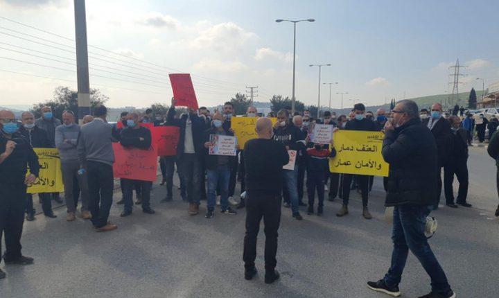 احتجاجات ضد الجريمة وتواطؤ الشرطة وإغلاق شوارع رئيسية