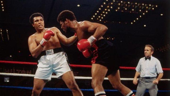 وفاة الملاكم الذي أذهل العالم بفوزه على الأسطورة محمد علي كلاي