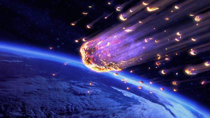 نيزك يخترق الغلاف الجوي الأرضي بسرعة مذهلة
