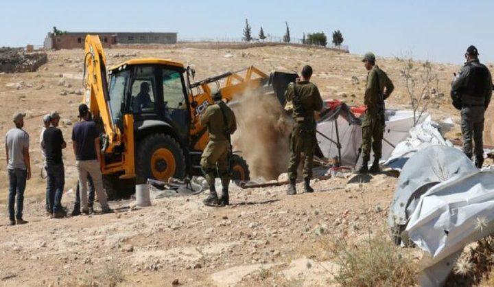 الاحتلال يداهم خربة حمصة وتشرع بتصوير الخيام بالاغوار الشمالية