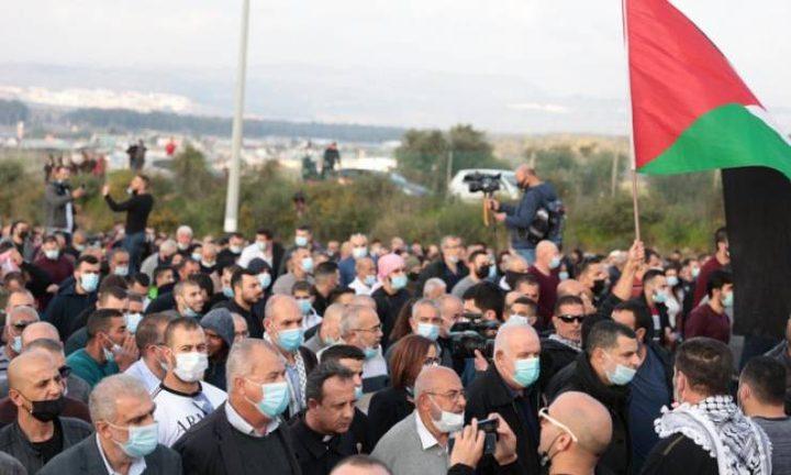 الآلاف يتظاهرون ضد الجريمة في طمرة