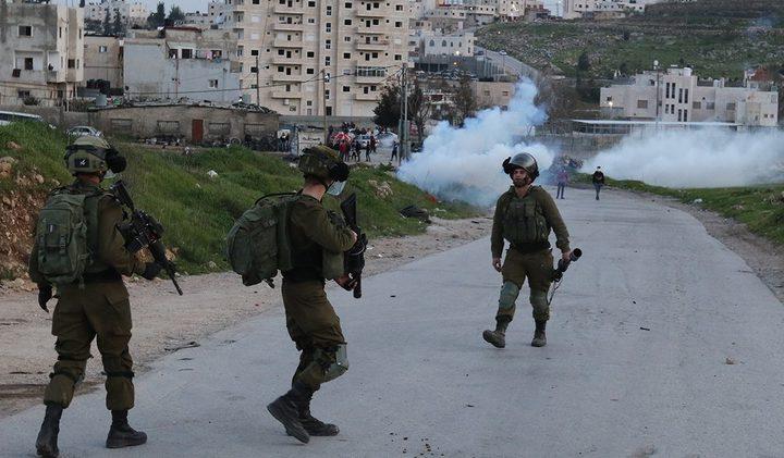 جنين: الاحتلال يقتحم المدينة ويصيب عشرات المواطنيين بالاختناق