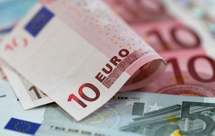 اليورو ينخفض إلى دون 90 روبلا