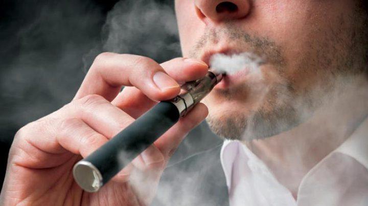 دراسة: تدخين الفايب يزيد احتمال الإصابة بكورونا
