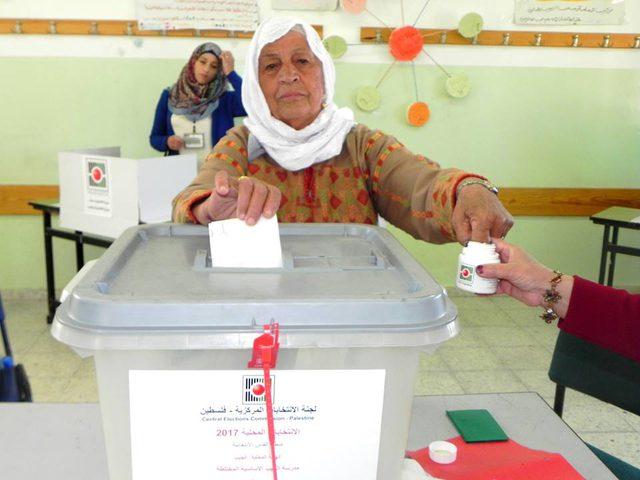 لجنة الانتخابات ؤكد انطلاق عملية تسجيل الناخبين في غزة والضفة غدا