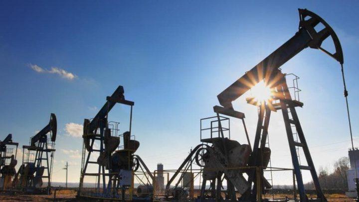 أسعار النفط ترتفع إلى أعلى مستوى منذ عام