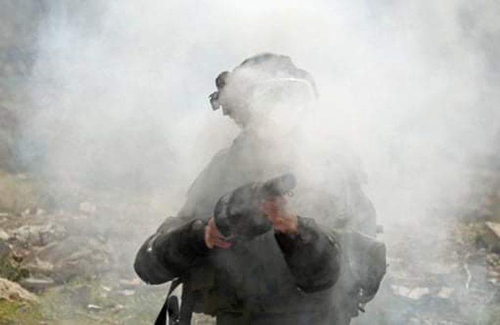 إصابات بالاختناق إثر قمع الاحتلال مسيرة سلمية شرق رام الله
