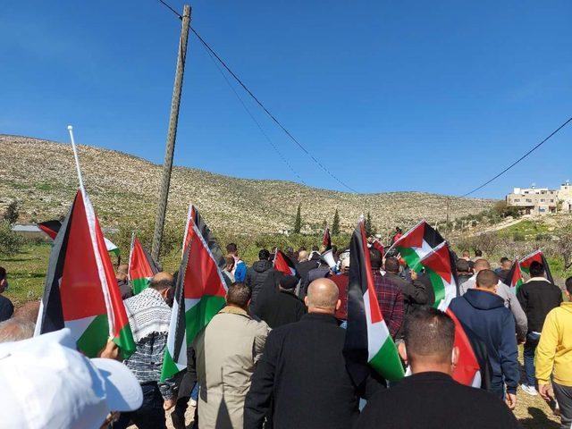 إصابات بالرصاص بالاختناق خلال قمع الاحتلال مسيرة بيت دجن