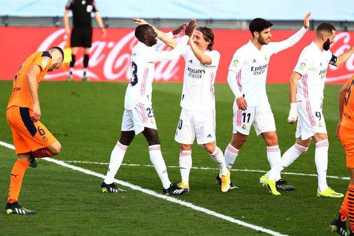 ريال مدريد يفوز على فالنسيا (2-0)