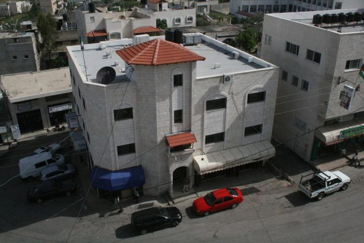 إغلاق بلدية عزون شرق قلقيلية بسبب كورونا