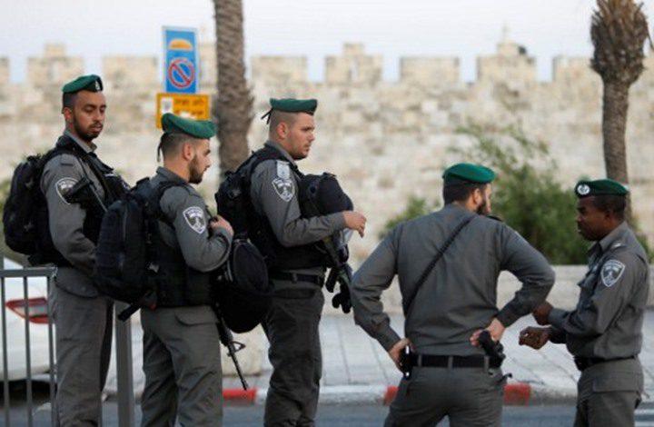 الاحتلال يعتقل شابا قرب مدخل العيسوية بالقدس
