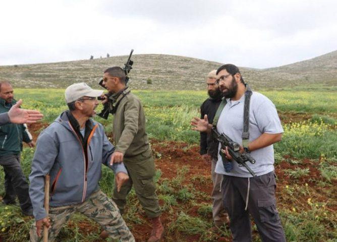 """سلفيت: مستوطنون يهاجمون مزارعا في """"خلة حسان"""""""