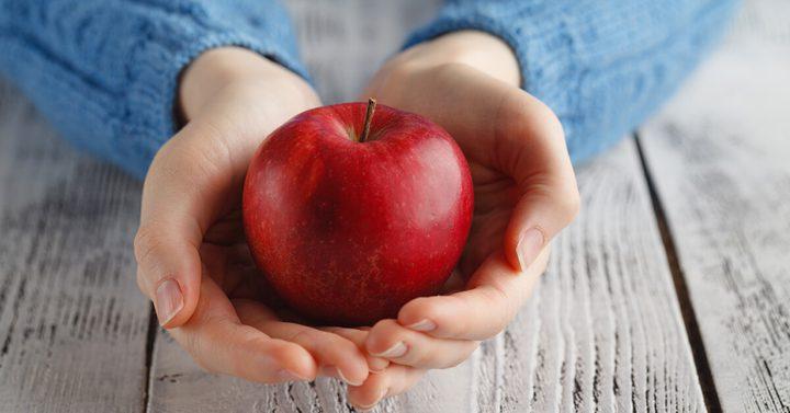 علماء: التفاح يحتوي على مادة كيميائية تحمي من الزهايمر