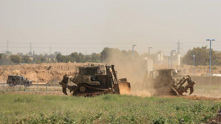 توغل وأعمال تجريف لآليات الاحتلال شرق خان يونس