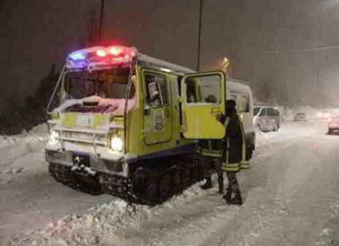الدفاع المدني يجلي 972 شخصاً حاصرتهم الثلوج في الاردن