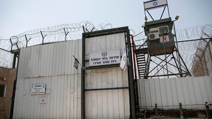 ثلاثة أسرى يدخلون أعواماً جديدة في سجون الاحتلال