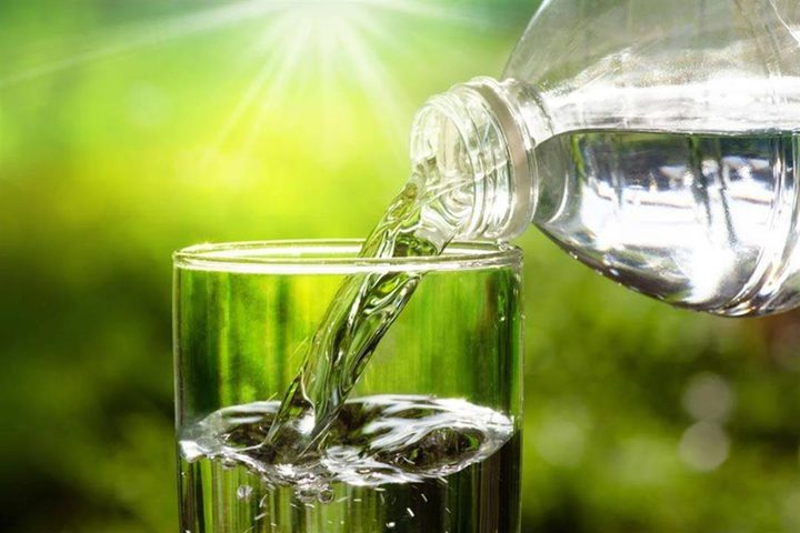 5 عادات خاطئة عليك تجنبها عند شرب الماء