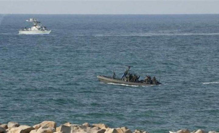 زوارق الاحتلال تطلق قذيفتين صوب مركب صيد قبالة بحر غزة