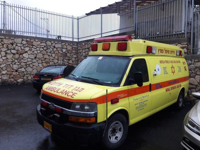 إصابة عامل بجراح خطيرة إثر حادث عمل