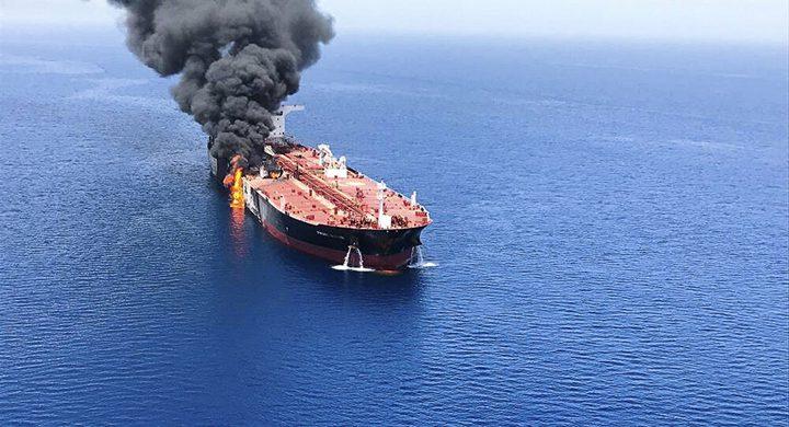 انفجار سفينة شحن في خليج عمان تعود ملكيتها لدولة الاحتلال