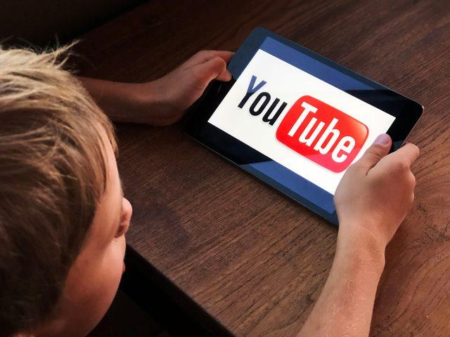 """""""يوتيوب"""" تطلق ميزة تسمح للآباء بالتحكم بما يشاهده أطفالهم"""