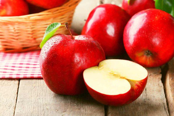 فوائد أكل التفاح الأحمر الصحية وهذه سعراته الحرارية