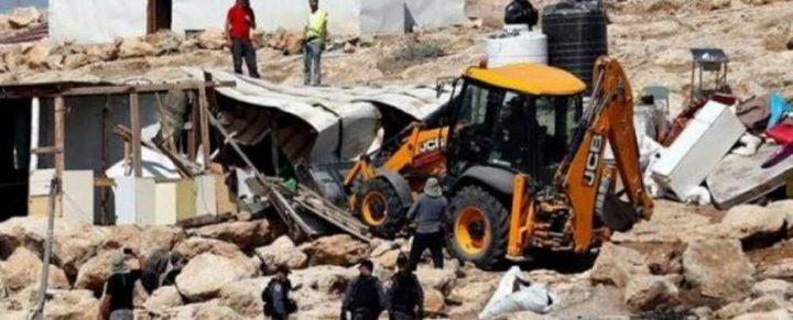 الاحتلال يهدم بركسا جنوب الخليل